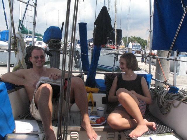 Okamžitě jsme se na lodi zabydleli