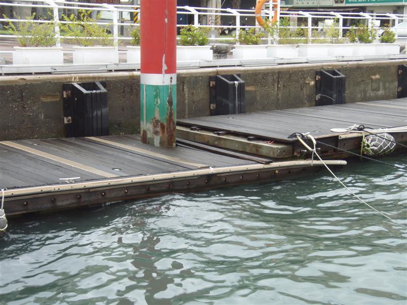 Molo v Kaohsiungské maríně Shaochuan